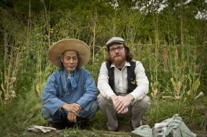 Co-Director Patrick Lydon with natural farmer Yoshikazu Kawaguchi in Akame, Japan (CC BY-SA, Kaori Tsuji / Final Straw)
