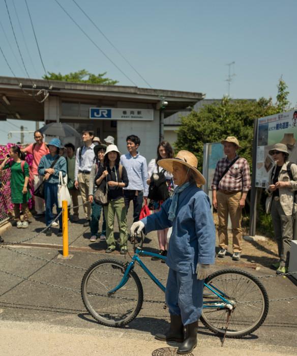 Kawaguchi greets visitors to Makimuku on his bike.